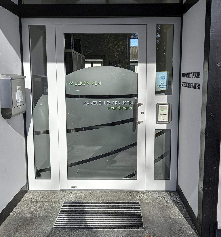 Glasdekor Eingangstür Steuerberater Leverkusen